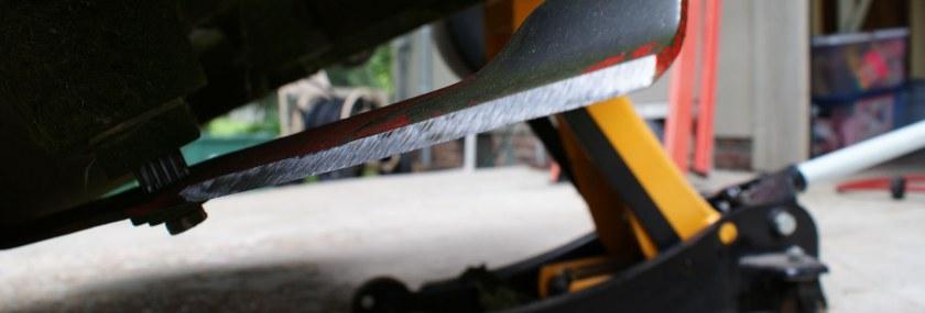 Sharp lawn mower blade